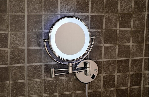 Specchio ingranditore un accessorio utile e indispensabile - Specchio ingranditore bagno ...