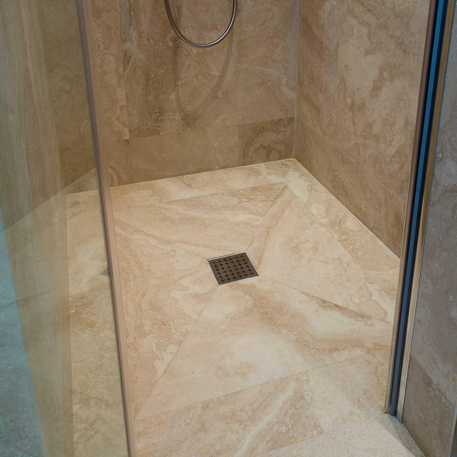 Piatto doccia in pietra, un arredo di stile e di eleganza