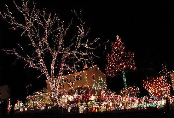 Inaugurata l illuminazione natalizia più bella di sempre