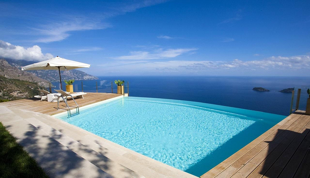 Stai pensando di realizzare una piscina ecco alcune idee for Case moderne con piscina