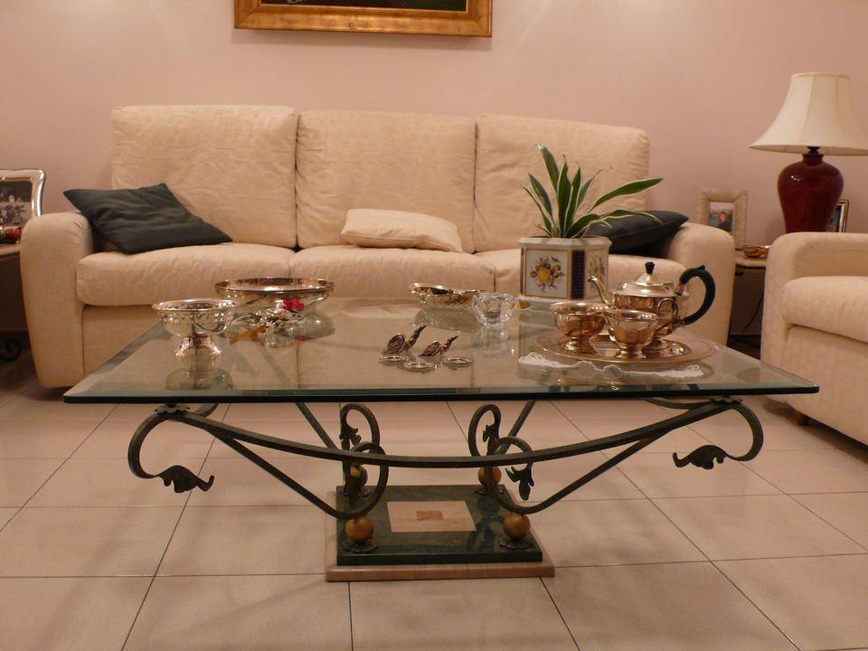 Tavolini In Ferro Battuto : I tavolini in ferro battuto per il salotto sono tra gli